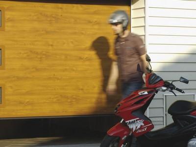 design garážových vrat hladký (imitace dřeva zlatý dub)